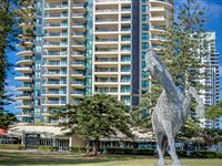 Mantra-Broadbeach-on-the-Park-Building-Exterior2