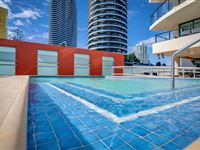 Mantra-Broadbeach-on-the-Park-Pool-Area