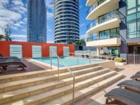 Mantra-Broadbeach-on-the-Park-Pool-Area3