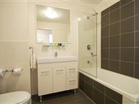 2 Bedroom Apartment Main Bathroom - Mantra Wollongong
