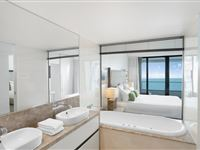 2 Bedroom Ocean View Apartment - Peppers Soul Surfers Paradise