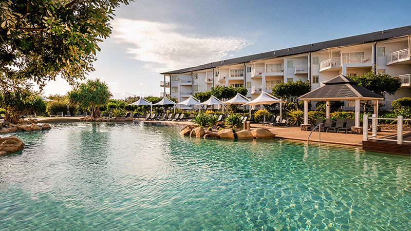 Mantra on salt beach kingscliff resort - Hotels with saltwater swimming pools ...