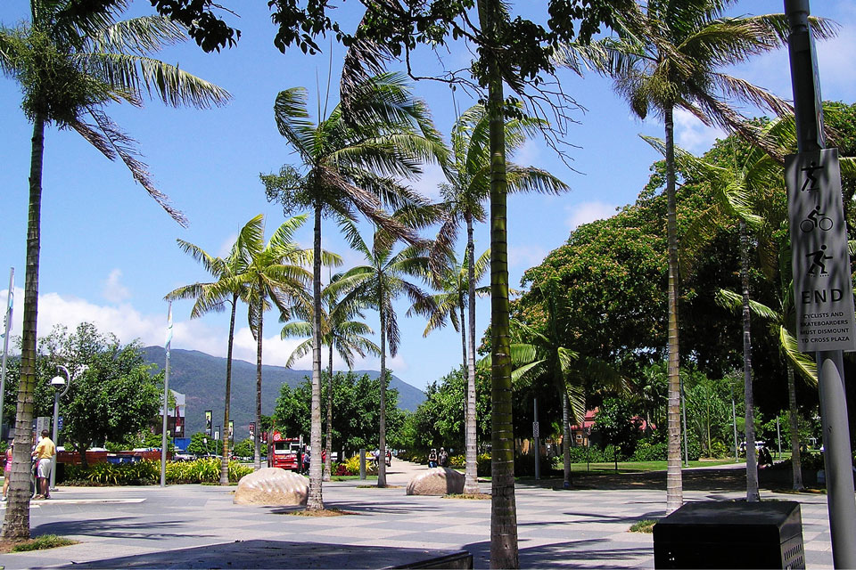 Shopping in Palm Cove at Cairns Esplanade