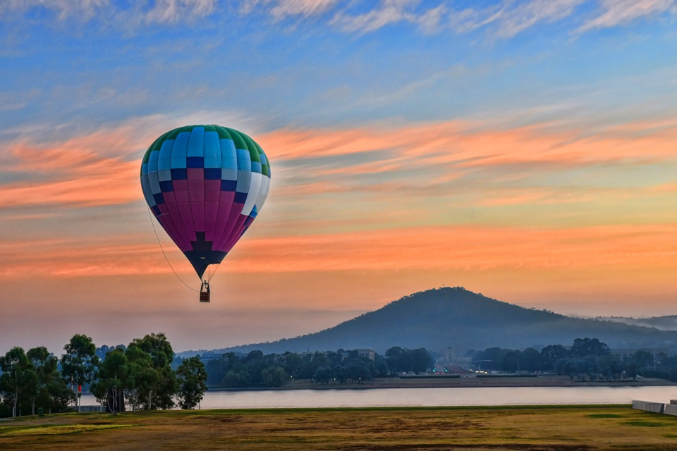 Book a hot air balloon ride in Canberra